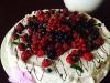 tort-bezowy-z-owocami